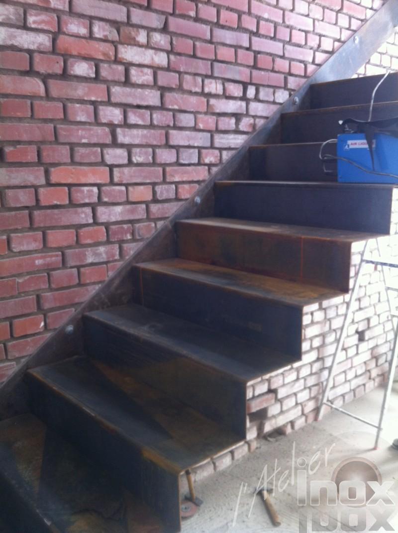 escalier acier plié aspect rouillé patiné