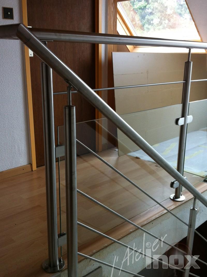 Gel nde aus edelstahl und transparent glas l 39 atelier inox for Corps interieur