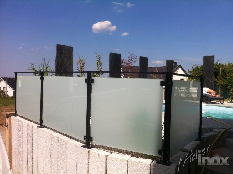 garde corps acier noir verre opaque piscine